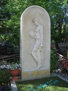 Yashin grave