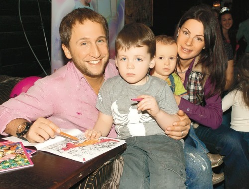 Kuchera, his wife Yulia and their sons