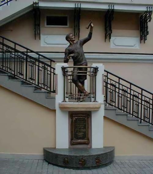 Monument to Sergey Utochkin in Odessa