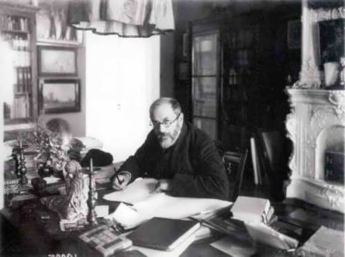Benois in his office