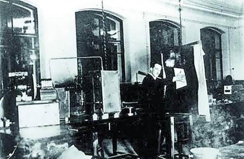 Leon Therimin in his lab