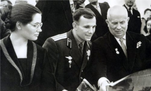 Yuri Gagarin with his wife and N.S. Khrushchev in 1961