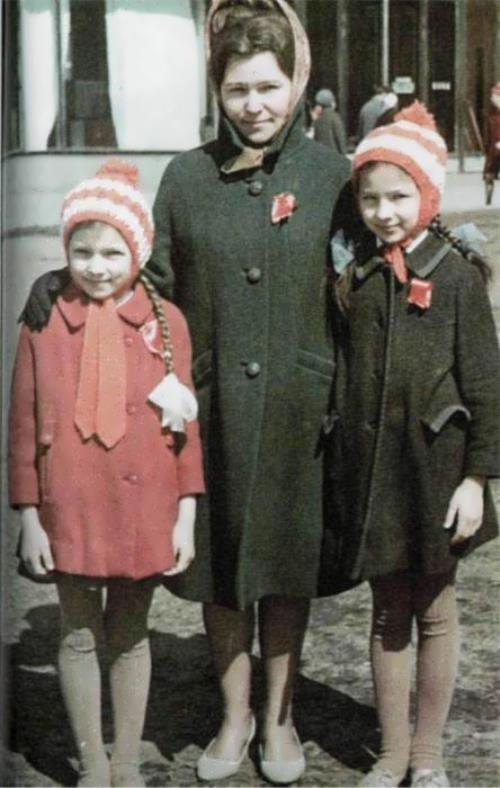 May Day demonstration. Naina, Tanya and Lena Yeltsina