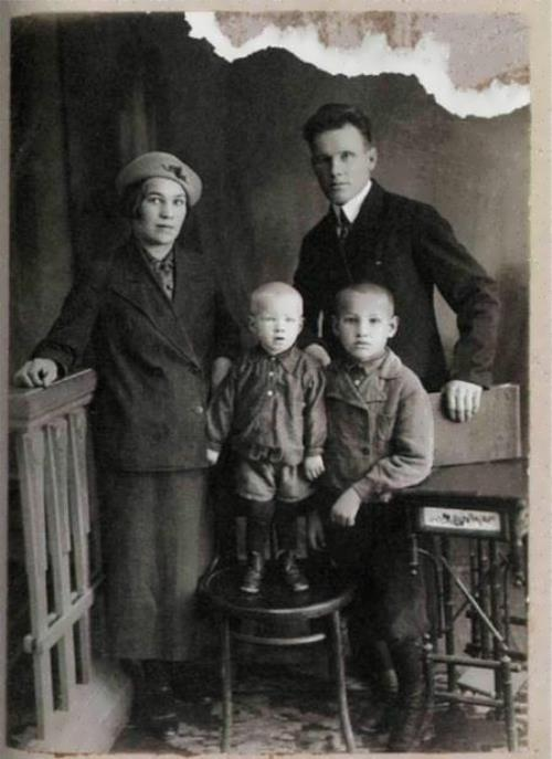 Yeltsin, his parents and younger brother