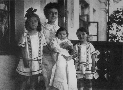 Tatiana Schloezer with children scriabin