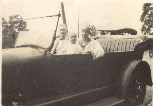 Zworykin, his wife Tatyana Vasilyeva and their daughter Nina, 1921