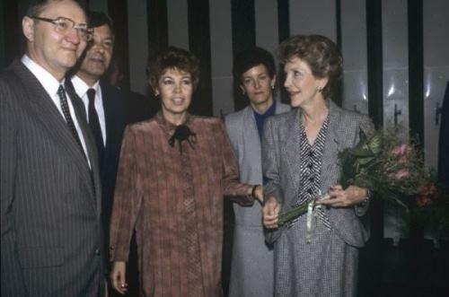 Raisa Gorbacheva and Nancy Reagan in the State Tretyakov Gallery, 1988