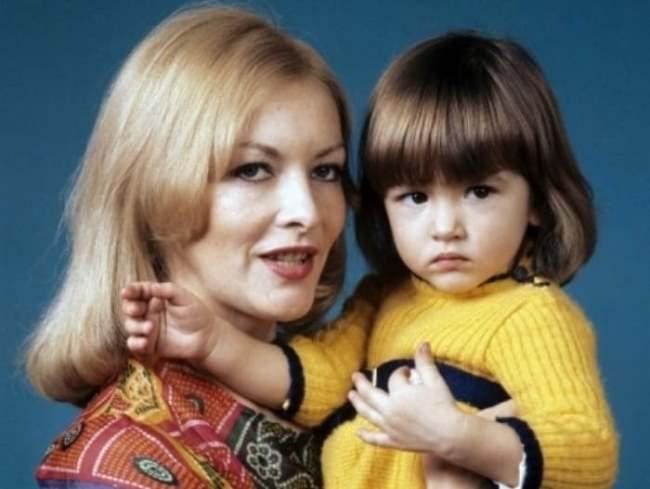 Barbara Brylska with daughter