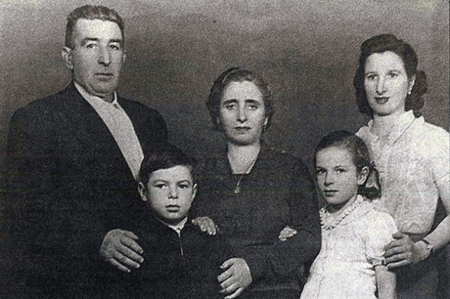 Little Valery Kharlamov with his family