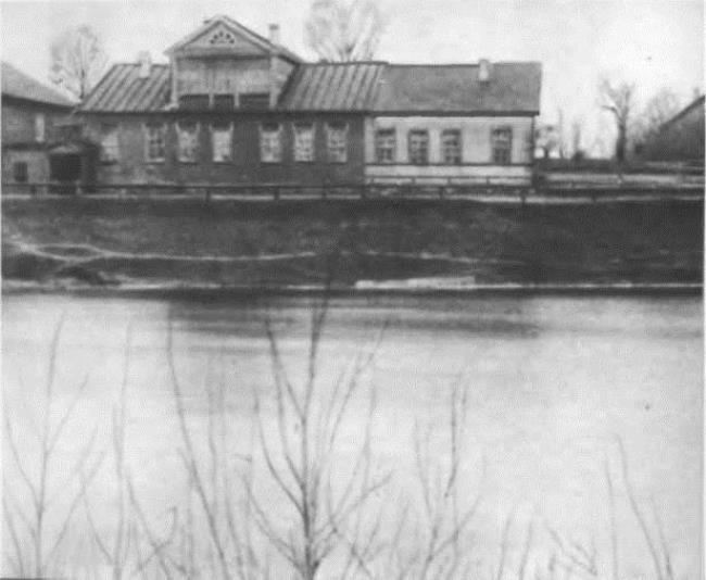 The Tikhvinka River and the house where the composer was born